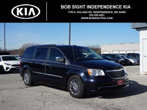 Pre-Owned 2011 Chrysler Town & Country Limited